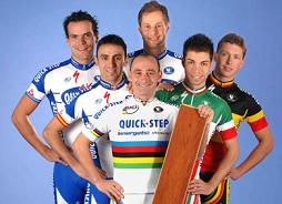 Team Quick.Step in neuen Trikots - Foto copyright by Team Quick.Step: http://www.qsi-cycling.com
