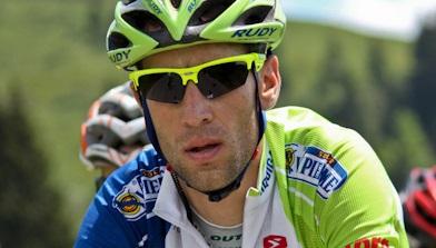 Hat die Gesamtführung beim Giro d'Italia weiter ausgebaut: Vincenzo Nibali (Astana) - Foto: Laurent Brun