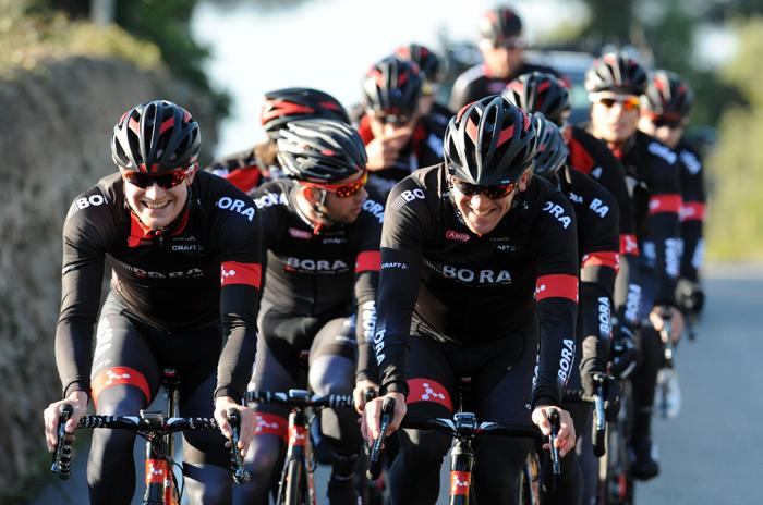 Das Team Bora-Argon18 bei einer Trainingsfahrt