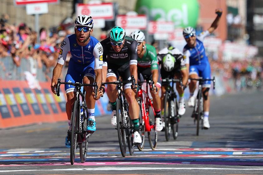 Fernando Gaviria (Quick-Step Floors) gewinnt die 3. Etappe des 100. Giro d'Italia