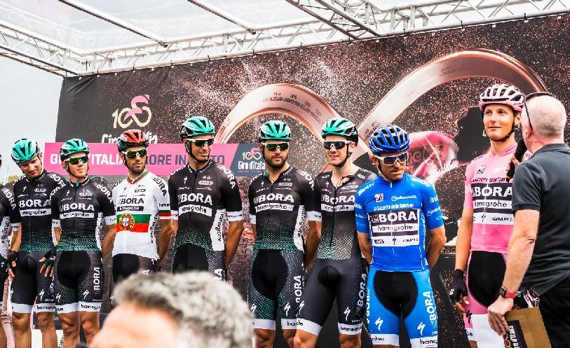 Das Bora-hansgrohe-Team vor der 2. Etappe des 100. Giro d'Italia - © Bora-hansgrohe / Stiehl Photography