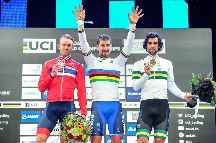 Podium in Bergen: Weltmeister Peter Sagan zwischen Alexander Kristoff (li.) und Michael Matthews - Foto: © BORA-hansgrohe / Stiehl Photograph
