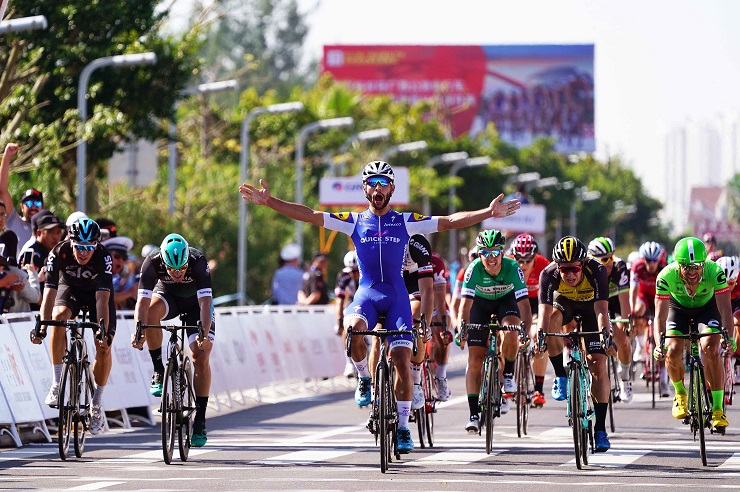Auftaktsieger der 1. Tour of Guangxi: Fernando Gaviria (Quick-Step Floors) - Foto: © Quick-Step Floors Cycling Team / Tim de Waele