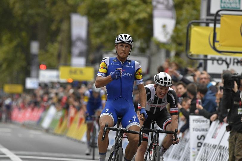 Zum zweiten Mal Sieger von Paris-Tours: Matteo Trentin (QuickStep-Floors) - Foto: © ASO / Bruno Bade