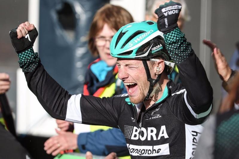 Gewonnen: Sam Bennett bejubelt nach der Zielfoto-Auswertung seinen Sieg beim Münsterland Giro 2017 - Foto: © BORA-hansgrohe / Stiehl Photography