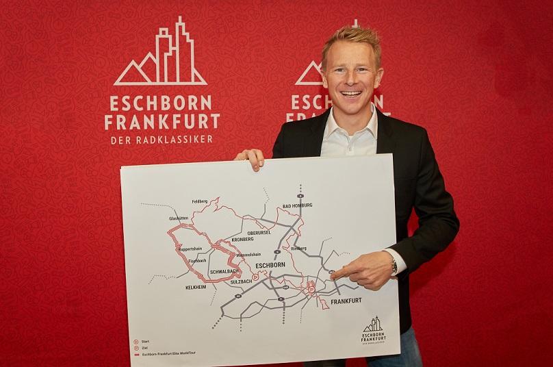 Fabian Wegmann präsentiert die Strecke von Eschborn-Frankfurt 2018 - Foto: Weitsprung / Isaak Papadopoulus