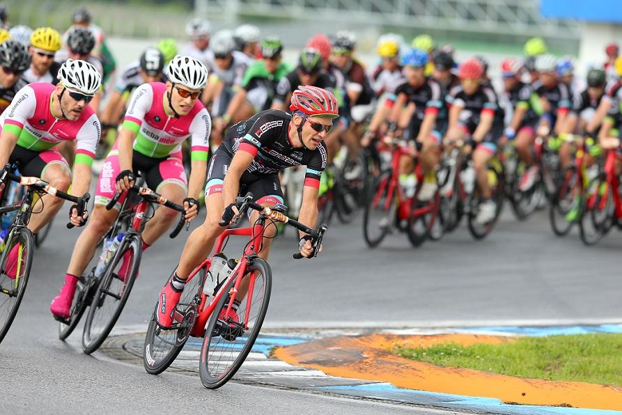 Jedermänner beim Circuit Cycling 2017 auf dem Hockenheimring - Foto: www.circuit-cycling.de