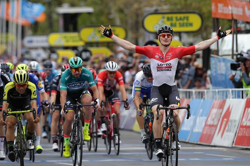 André Greipel (Lotto Soudal) bejubelt seinen Etappensieg in Adelaide - Foto: © Santos Tour Down Under / Regallo