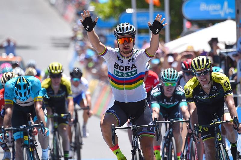 Endlich: Peter Sagan (Bora-hansgrohe) bejubelt seinen ersten Etappensieg bei der Tour Down Under - Foto: © BORA - hansgrohe / Bettiniphoto