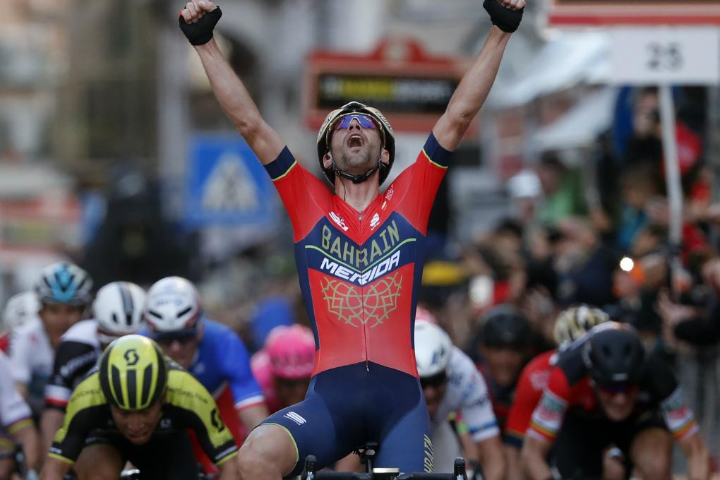 Geschafft: Vincenzo Nibali (Bahrain-Merida) bejubelt seinen Sieg auf der Via Roma in Sanremo - Foto: © Team Bahrain-Merida / @ BettiniPhoto