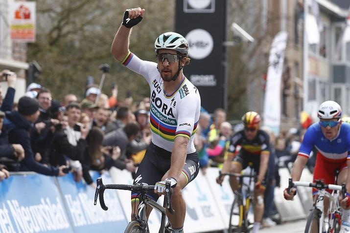 Weltmeister Peter Sagan (Bora-hansgrohe) jubelt über seinen insgesamt dritten Sieg bei Gent-Wevelgem - Foto: © BORA - hansgrohe / Bettiniphoto
