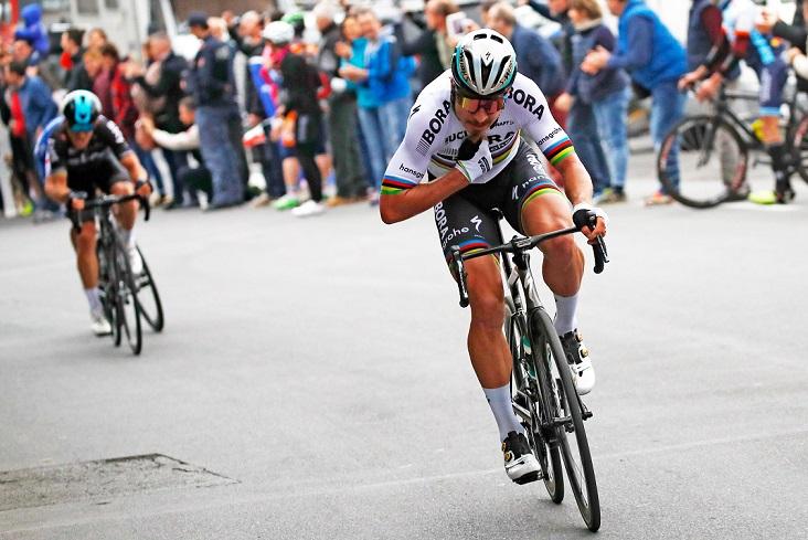 Mit seinem Angriff am Poggio leitete Weltmeister Peter Sagan (Bora-hansgrohe) das Finale von Mailand-Sanremo 2017 ein - Foto: © BORA - hansgrohe / Stiehl Photography