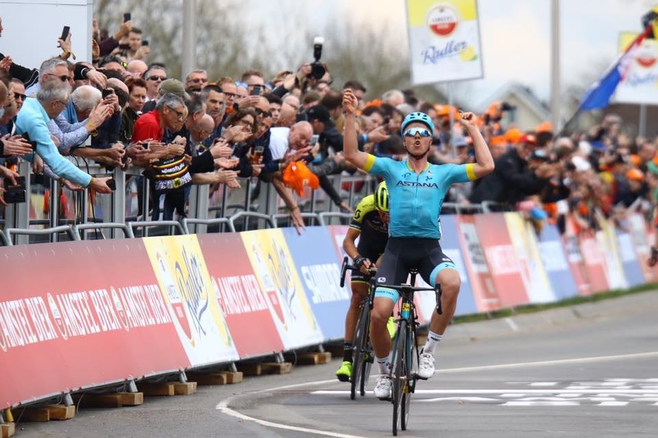 Geschafft: Michael Valgren (Astana) jubelt über seinen Sieg beim 53. Amstel Gold Race - Foto: Christopher Jobb / www.christopherjobb.de