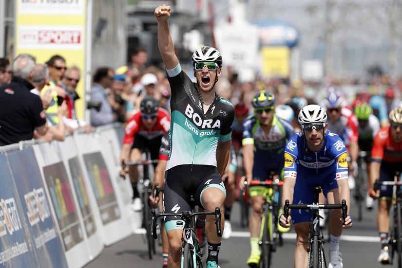 Pascal Ackermann (Bora-hansgrohe) bejubelt seinen Etappensieg bei der Tour de Romandie - Foto: © BORA - hansgrohe / Bettiniphoto
