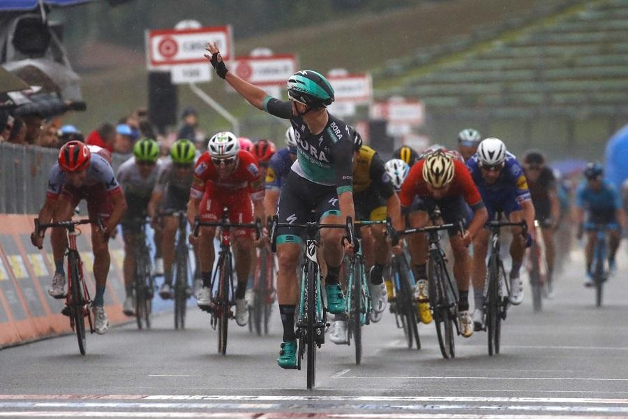 Sam Bennett (Bora-hansgrohe) sprintet in Imola zu seinem zweiten Etappensieg beim 101. Giro d'Italia - Foto: © BORA – hansgrohe / Bettiniphoto