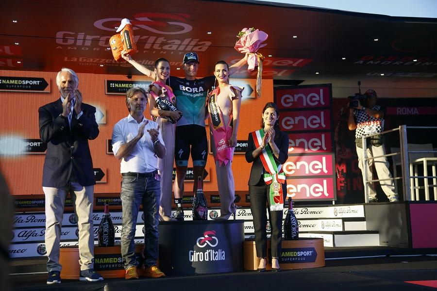 Sam Bennett feiert in Rom seinen dritten Etappensieg beim 101. Giro d'Italia - Foto: © BORA - hansgrohe / Bettiniphoto