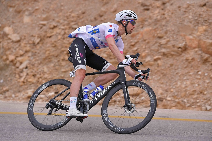 Beim 101. Giro d'Italia weiter im Weißen Trikot unterwegs: Maximilian Schachmann (Quick-Step Floors) - Foto:© Quick-Step Floors Cycling Team / Getty Images