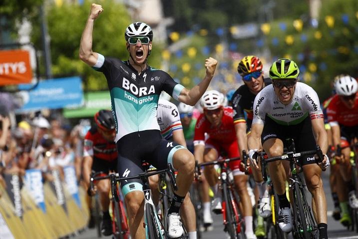 Jubel über den zweiten Profisieg: Pascal Ackermann (Bora-hansgrohe) auf der 2. Etappe der Dauphiné. Foto: © BORA - hansgrohe / Bettiniphoto