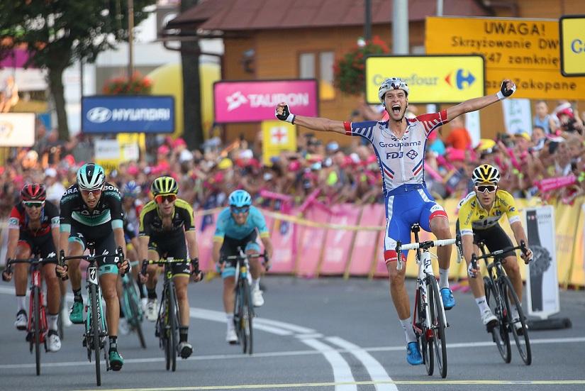 Georg Preidler (Groupama-FDJ) jubelt über seinen ersten WorldTour-Sieg, Emanuel Buchmann (Bora-hansgrohe) wird Zweiter (li.) - Foto: © BORA - hansgrohe / Bettiniphoto