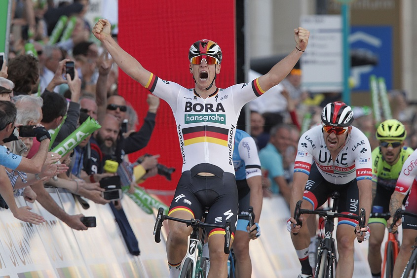 Pascal Ackermann (Bora-hansgrohe) feiert seinen Sieg bei Eschborn-Frankfurt